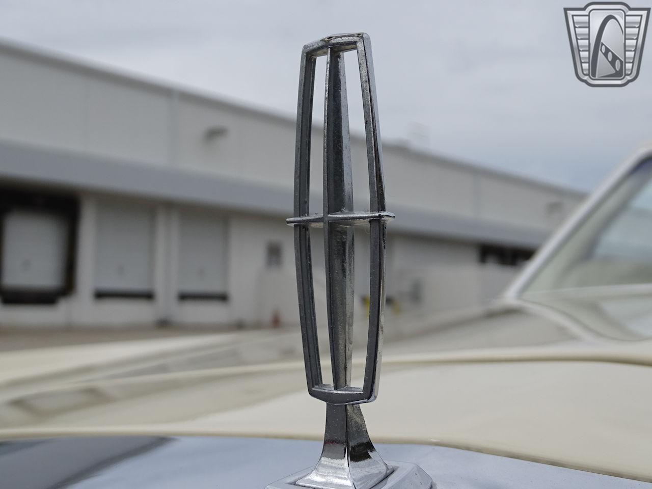 1983 Lincoln Continental 38