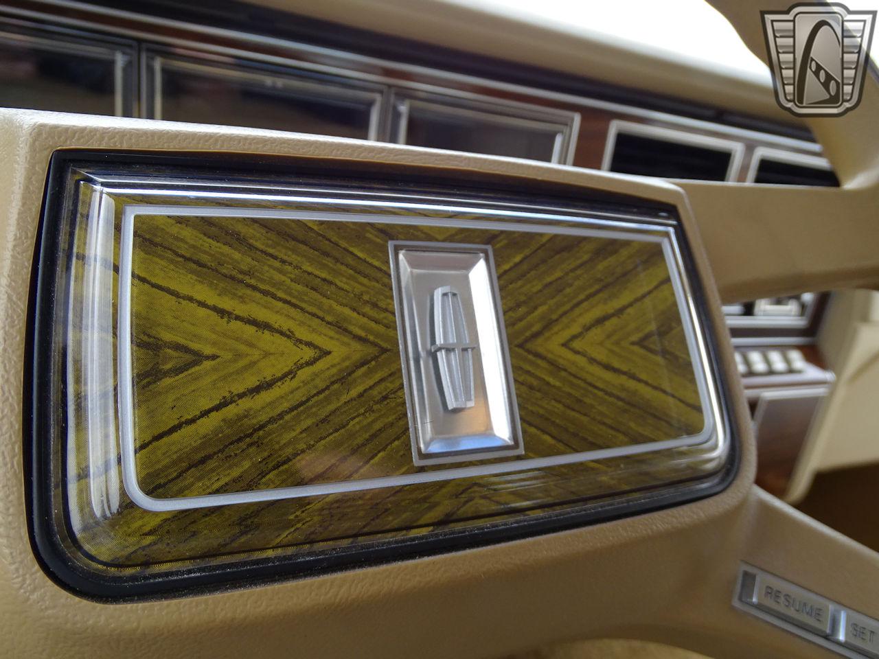 1983 Lincoln Continental 39