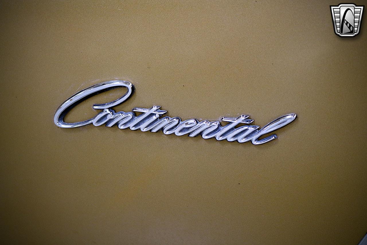 1971 Lincoln Continental 18