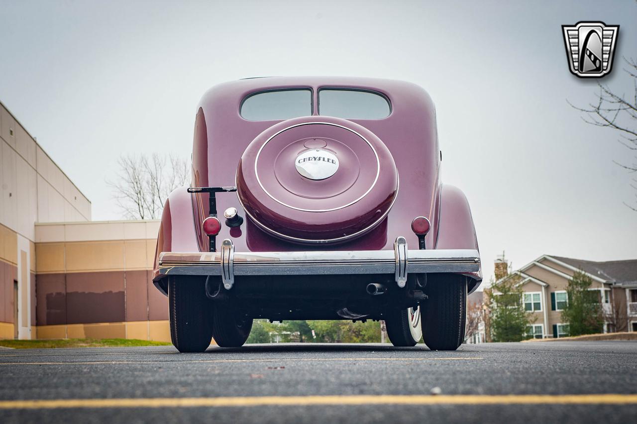 1935 Chrysler Imperial 9