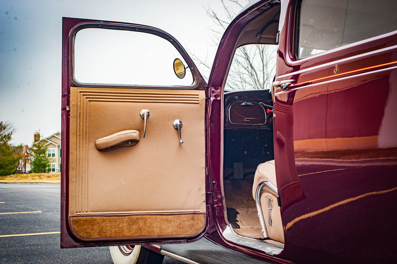 1935 Chrysler Imperial 54