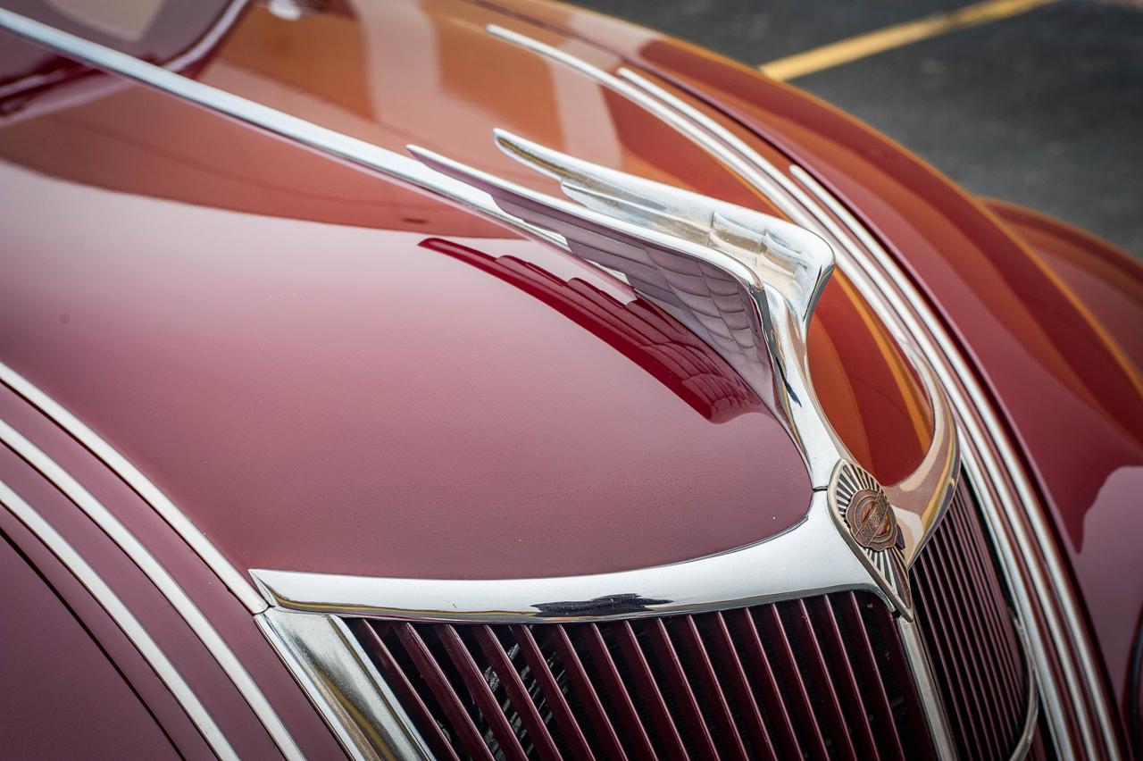 1935 Chrysler Imperial 32