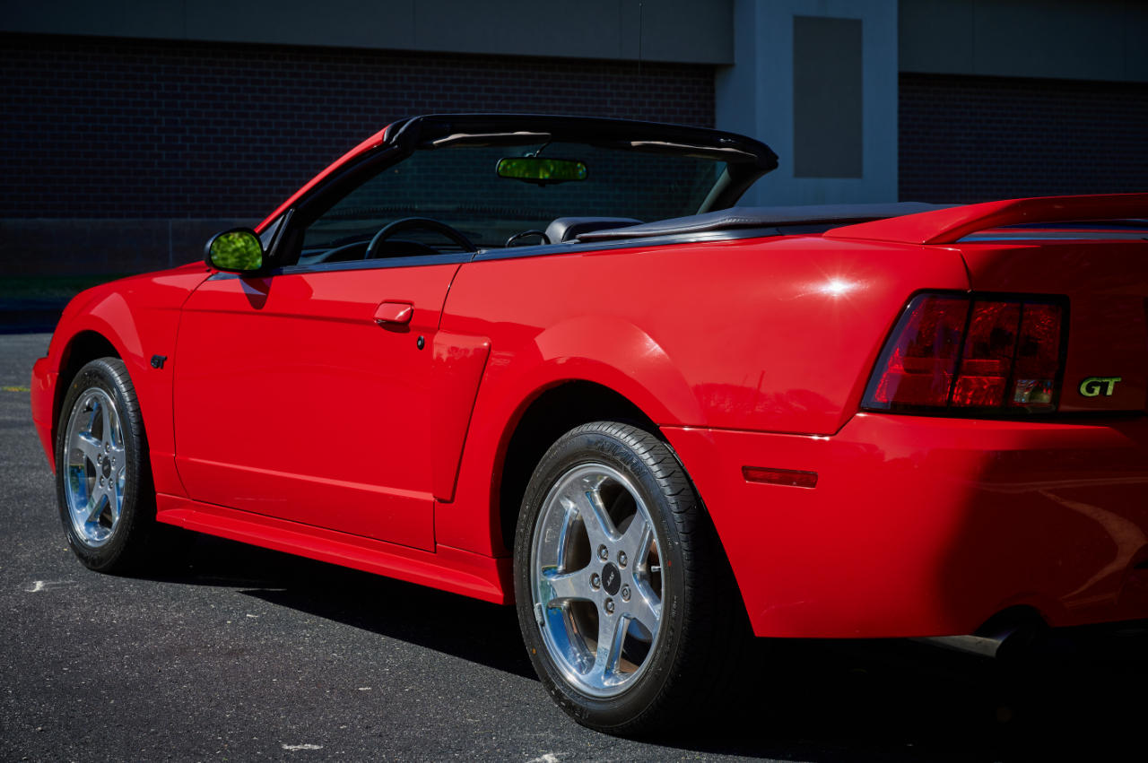 2000 Ford Mustang 46