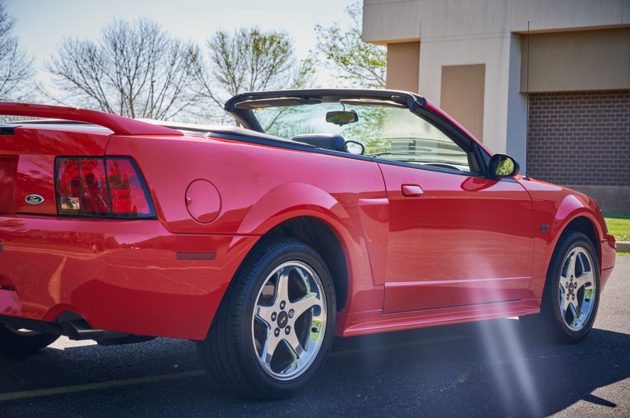 2000 Ford Mustang 47