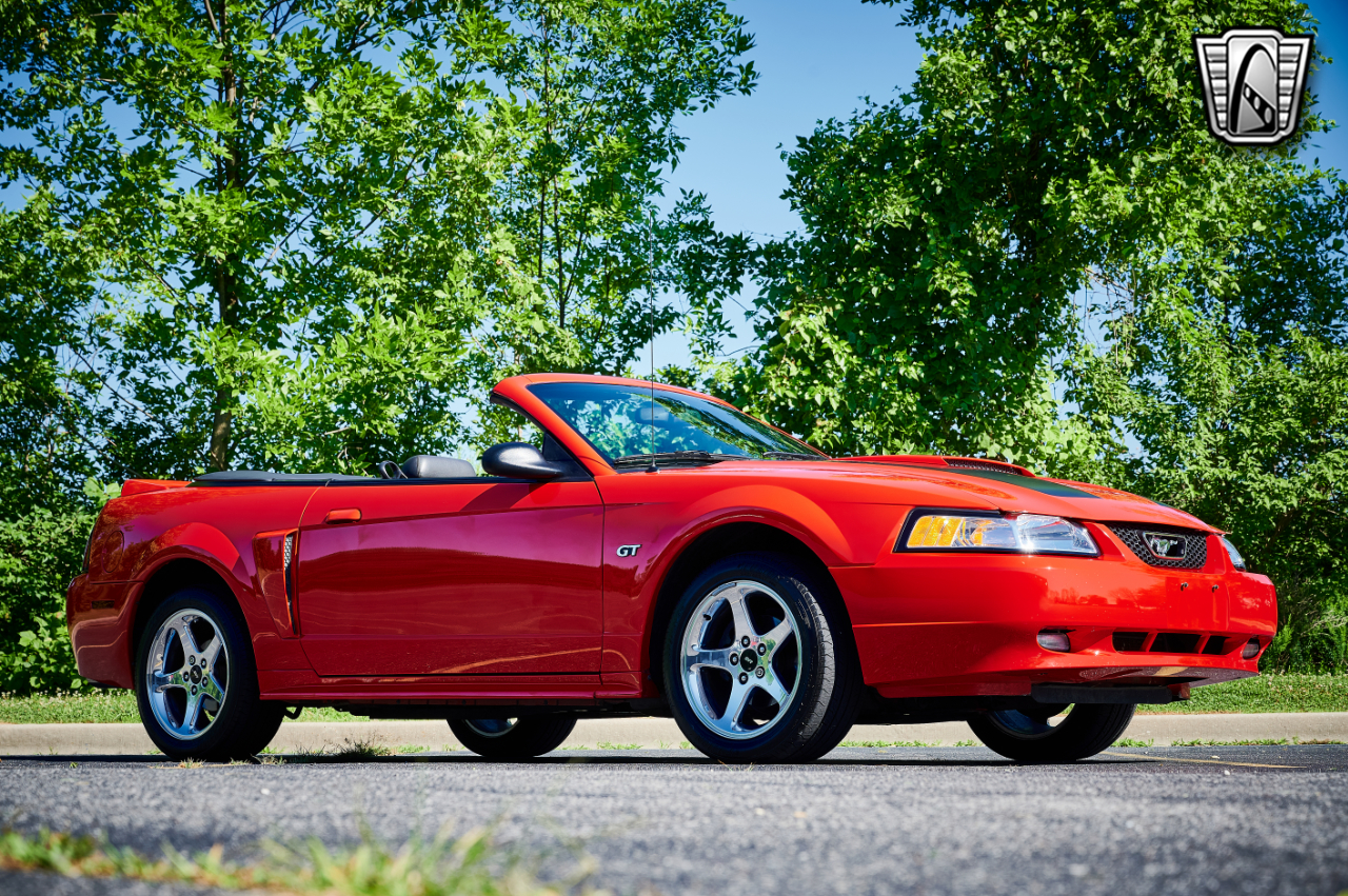 2000 Ford Mustang 35
