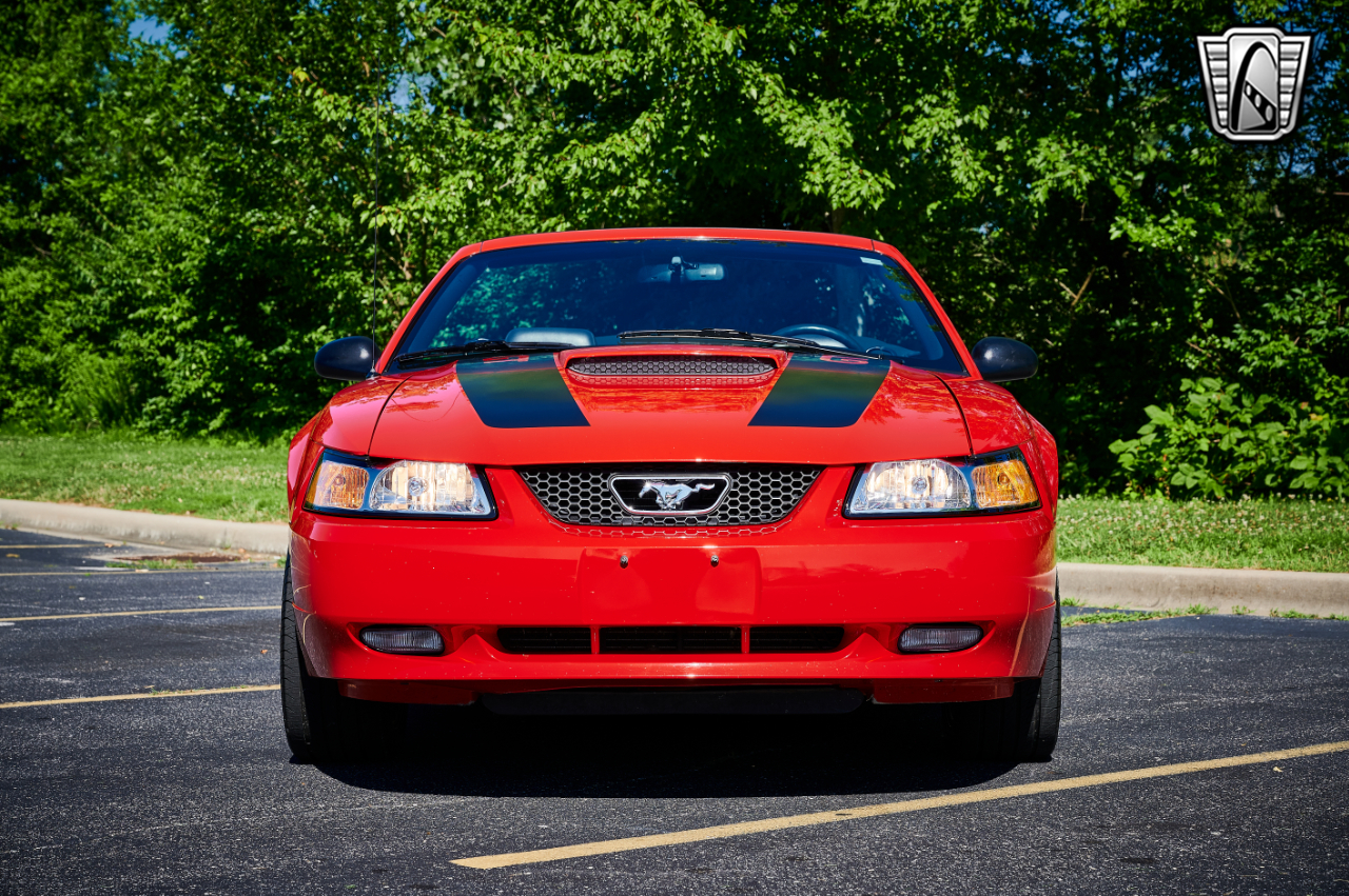 2000 Ford Mustang 36