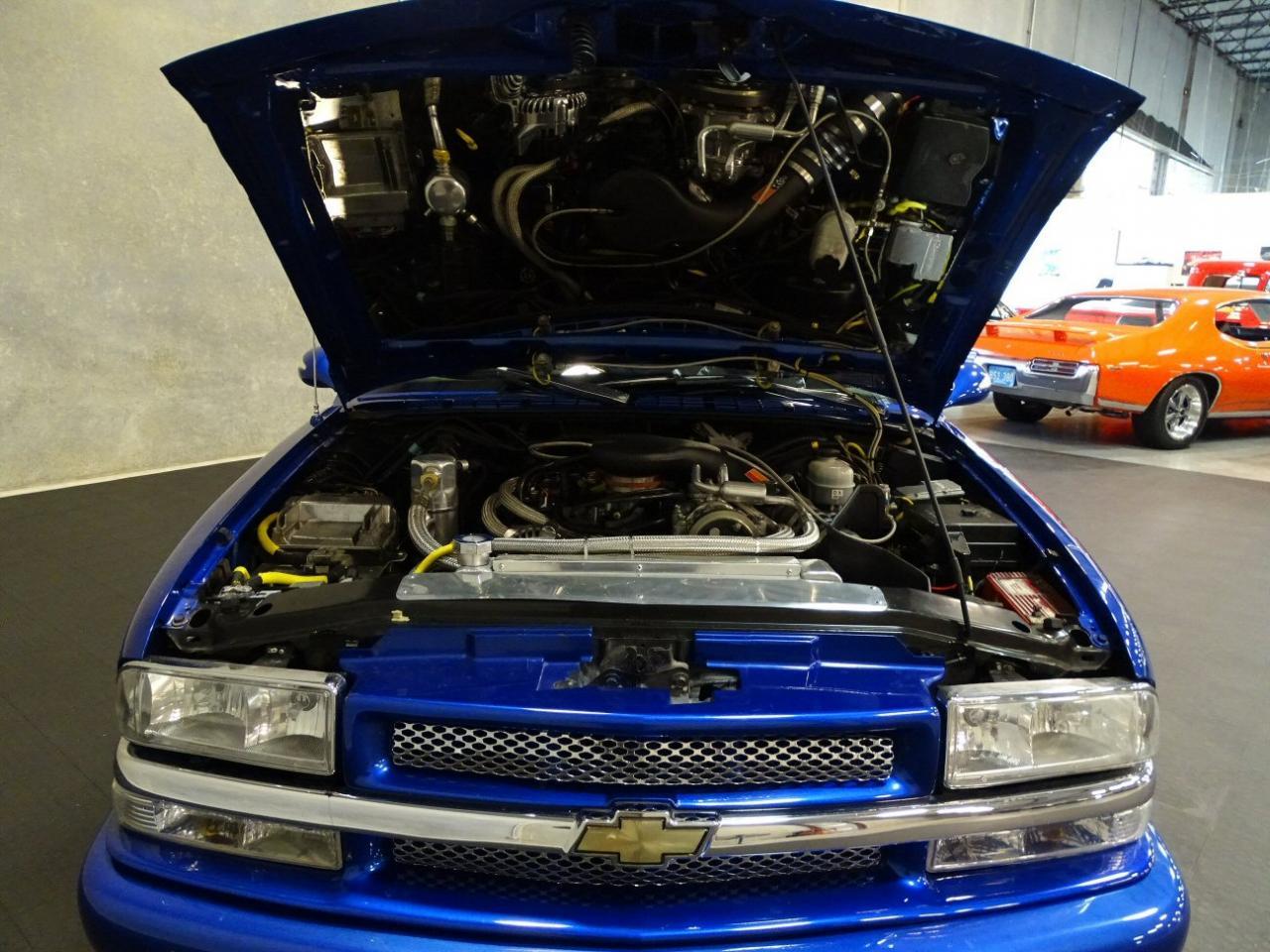 2001 Chevrolet S10 13