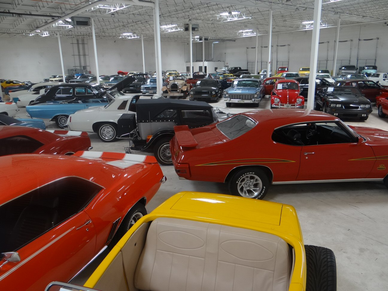 Chicago Showroom Contact and Directions | Gateway Classic Cars
